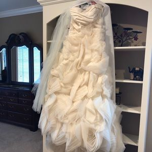 Vera Wang Lux Ivory Wedding Dress